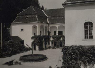 kastiel_podhradie_1930-40_Revhelyi_Elemer_2