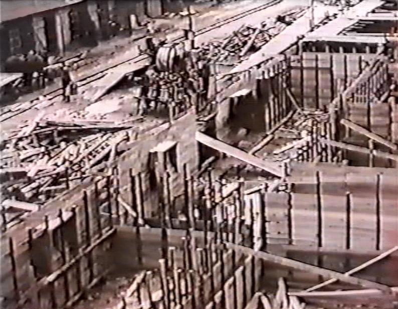 zaciatok_vystavby_fabriky