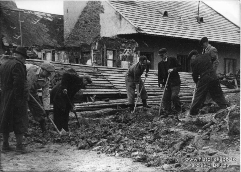 zakostolie_dom_spaniho_velkonoc_pondelok_1945_nemci_zhodili_bombu_za_kostol