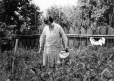 frieda_waldapfel_v_zahrade_pb_1930