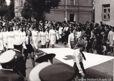 1_maj_1974_kniznica_studenti_gymnazia